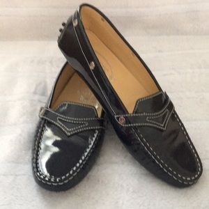 ⭐️TOD'S 8.5 PATENT LEATHER NAVY BLUE PENNY LOAFERS